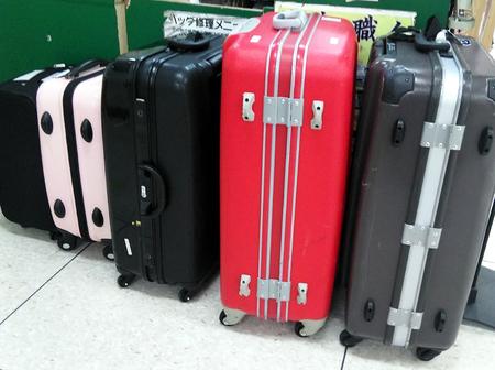 スーツケース修理,キャリーバッグ修理,靴修理,合鍵作製,時計の電池交換,プラスワン