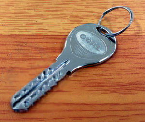 合鍵作製 スペアキー コピーキーなど鍵の事ならお任せ下さい。特殊キー ディンプルキー GOAL V18 靴修理と合鍵作成 時計の電池交換お店プラスワン