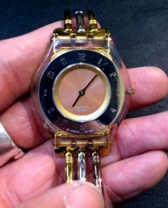 swatchスウォッチ腕時計の電池交換800円+税~伊丹武庫之荘