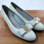 箕面 フェラガモパンプスの靴修理かかとの修理ビブラムハーフソール 靴修理 合鍵作製 時計の電池交換のお店 プラスワン