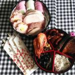 正月はおせちと日本酒と雑煮ですね。雑煮は「白みそのお雑煮」