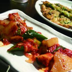 神戸三宮の韓国料理旨辛食堂 炎 Eng 三宮本店キムチ盛り合わせ